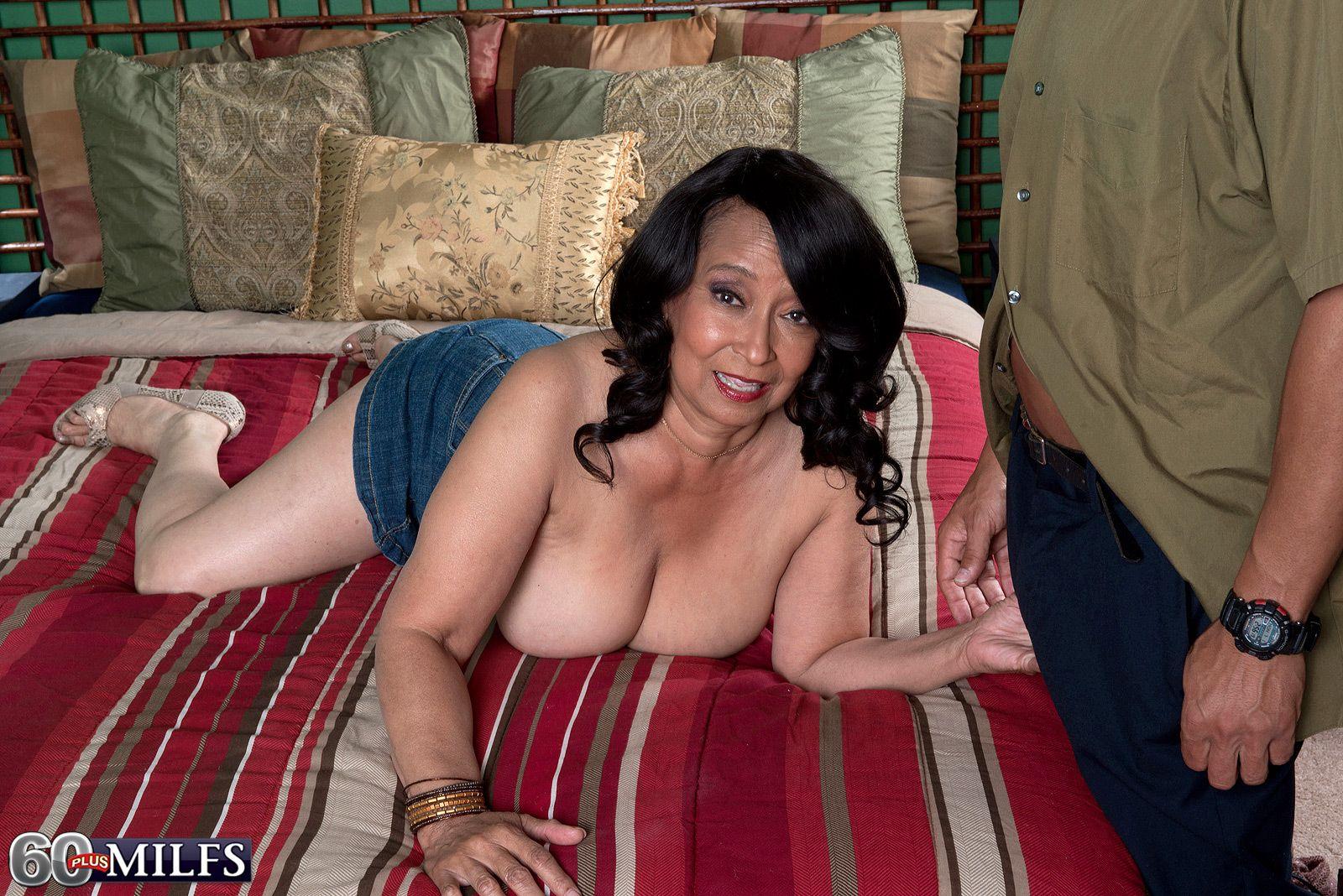 Mature milf lingerie ass