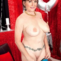 Over 60 pornstar Bea Cummins turns 70 and fucks like a younger MILF would