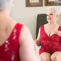 Topless over 60 granny pornstar Jewel blowing big cock in pantyhose