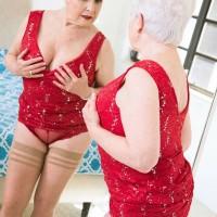 Mature over 60 pornstar Jewel giving large cock blowjob in pantyhose