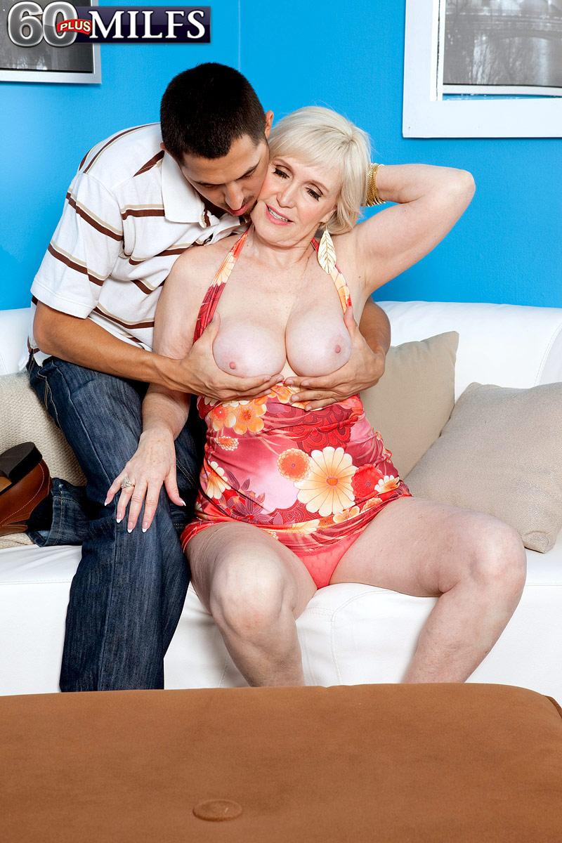 Busty short haired granny Lola Lee delivering gigantic dick blowjob and boobjob in nylons