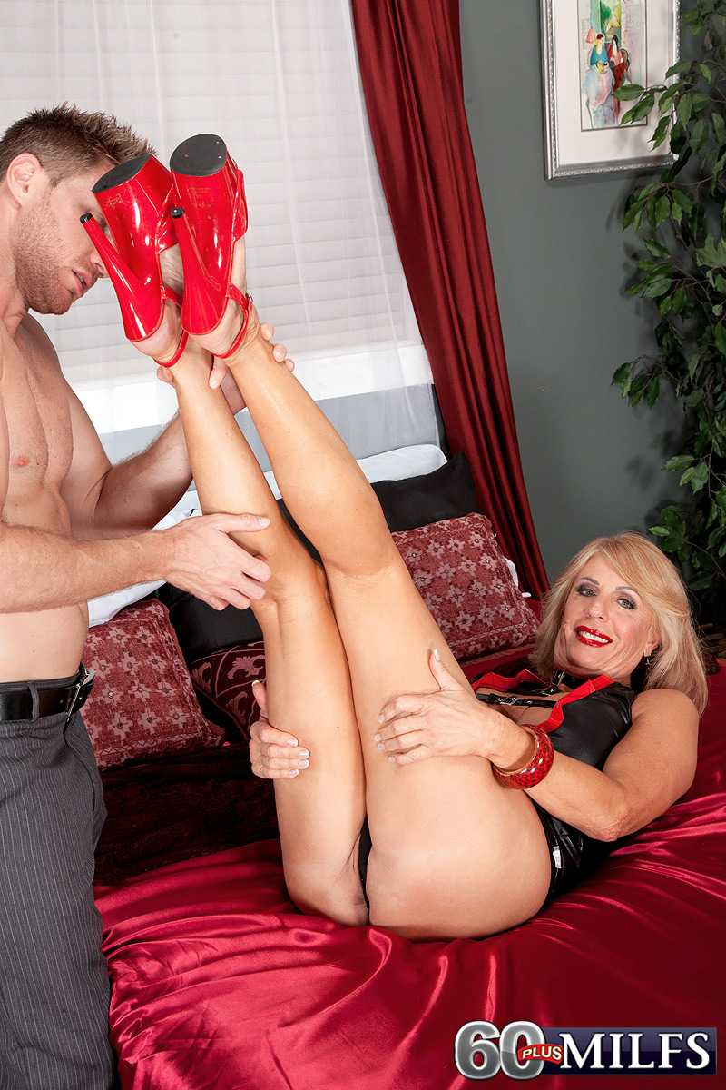 Irresistible 60 Plus Model Phoenix Skye Wants A Creampie
