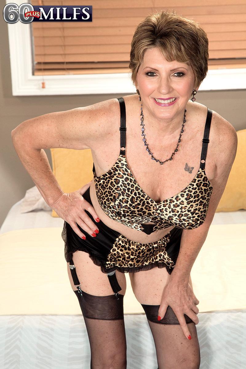 Stocking adorned granny Bea Cummins giving big black dick handjob in pumps and girdle