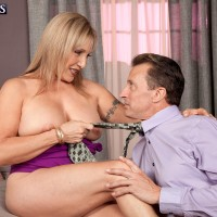 Yellow-haired grandma Luna Azul revealing enormous all-natural hooters for nipple munching seduction