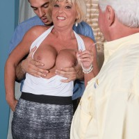 Yellow-haired grandma Scarlet Andrews unveiling huge hooters before cuck spouse